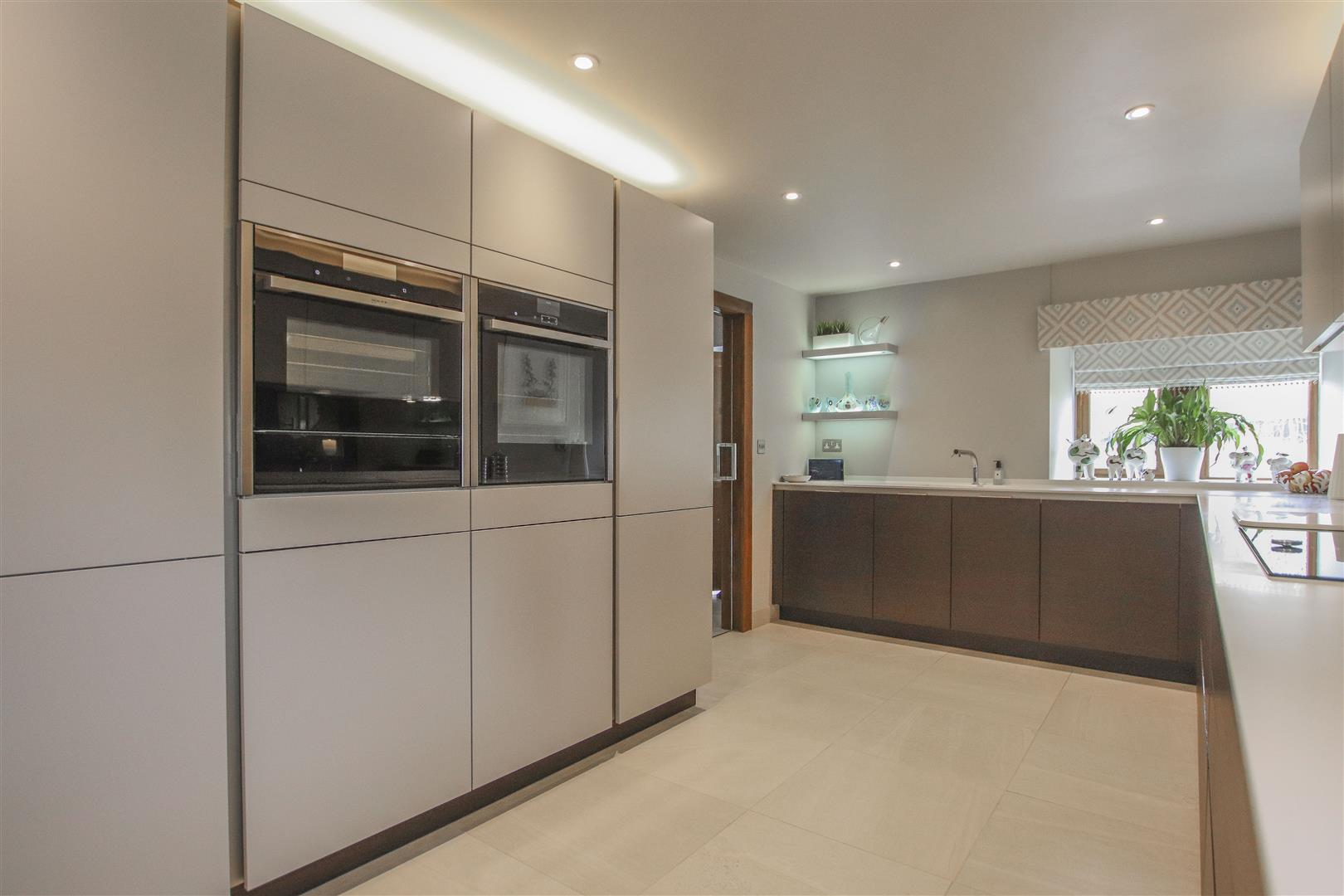 5 Bedroom Semi-detached House For Sale - 50.JPG